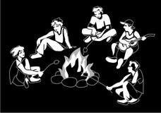 Φίλοι, αγόρια και κορίτσια που κάθονται στη φωτιά Απεικόνιση αποθεμάτων