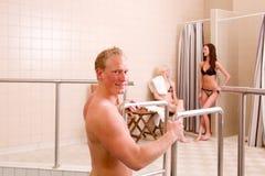 φίλοι εσωτερική pool spa Στοκ Εικόνα