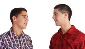 φίλοι που συναντούν δύο στοκ φωτογραφία με δικαίωμα ελεύθερης χρήσης