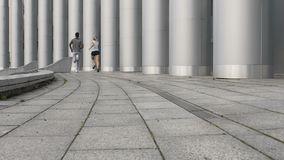 Φίλος και φίλη που κάνουν τις τρέχοντας ασκήσεις μαζί, υγιής σχέση φιλμ μικρού μήκους