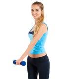 Φίλαθλη γυναίκα με τα μπλε barbells στοκ εικόνες με δικαίωμα ελεύθερης χρήσης
