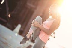 Φίλαθλο κορίτσι στην οδό Στοκ Φωτογραφίες