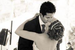 Φίλημα γαμήλιου ζεύγους Στοκ Εικόνες