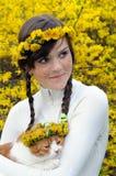 φακιδοπρόσωπο κορίτσι γατών στοκ φωτογραφία με δικαίωμα ελεύθερης χρήσης