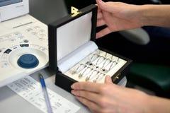 Φακοί δοκιμής που τίθενται για το παλαιό εκλεκτής ποιότητας εξεταστικό ταιριάζοντας με πλαίσιο φακών ύφους στοκ φωτογραφίες