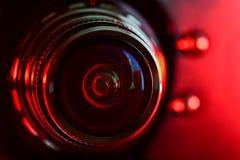 Φακός καμερών και κόκκινο backlight στοκ εικόνες με δικαίωμα ελεύθερης χρήσης