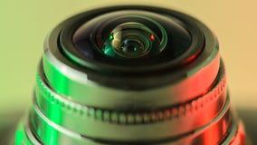 Φακός καμερών κινηματογραφήσεων σε πρώτο πλάνο με τον πράσινος-κόκκινο φωτισμό Οριζόντιο pho στοκ φωτογραφία