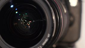 Φακός καμερών με την αντανάκλαση lense - στροφές απόθεμα βίντεο