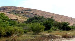 Φαλακρός λόφος βράχου του sittanavasal ναού σπηλιών σύνθετου στοκ φωτογραφία με δικαίωμα ελεύθερης χρήσης