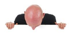 Φαλακρό άτομο με το λευκό χαρτόνι Στοκ Εικόνα