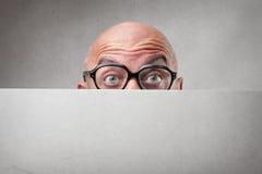 Φαλακρό άτομο που φορά τα γυαλιά Στοκ φωτογραφίες με δικαίωμα ελεύθερης χρήσης