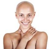 φαλακρό όμορφο κορίτσι πο& Στοκ εικόνες με δικαίωμα ελεύθερης χρήσης