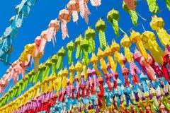 Φανάρια εγγράφου στον ταϊλανδικό ναό στοκ φωτογραφία με δικαίωμα ελεύθερης χρήσης