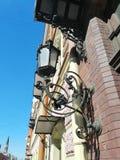 φανάρι με τη διακόσμηση στον τοίχο του σπιτιού στοκ φωτογραφία με δικαίωμα ελεύθερης χρήσης