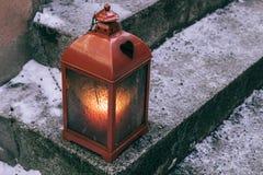 Φανάρι με το κερί στο υπαίθριο σκαλοπάτι Στοκ Φωτογραφίες