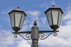 Φανάρι πόλεων ενάντια στον ουρανό Στοκ φωτογραφία με δικαίωμα ελεύθερης χρήσης