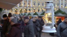 Φανάρι Χριστουγέννων στην αγορά διακοπών Χριστουγέννων στο τετράγωνο Συγκλήτου στο Ελσίνκι, Φινλανδία απόθεμα βίντεο