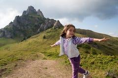 Φαντασία παιδιών: Πετώντας κορίτσι Στοκ Φωτογραφία
