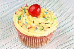 Φαντασία cupcake με το λεμόνι buttercream Στοκ φωτογραφίες με δικαίωμα ελεύθερης χρήσης