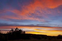 Φανταστικά ζωηρόχρωμος ουρανός μετά από το ηλιοβασίλεμα στοκ εικόνες