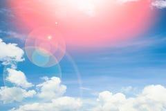 Φανταστικά μαλακά άσπρα σύννεφα ενάντια στο μπλε ουρανό στοκ εικόνες με δικαίωμα ελεύθερης χρήσης