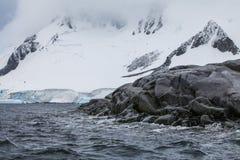 Φανταστικά τοπία των όμορφων χιονοσκεπών βουνών, Ανταρκτική Στοκ Εικόνες