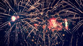 Φανταστικές λάμψεις πυροτεχνημάτων ` Πολλαπλάσια πυροτεχνήματα 4K απόθεμα βίντεο