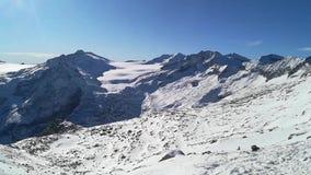 Φανταστική άποψη στην άφιξη cableway Presena στον παγετώνα Adamello, Lobbie, Presanella και Pian Di Neve απόθεμα βίντεο
