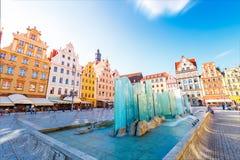 Φανταστική άποψη των αρχαίων σπιτιών μια ηλιόλουστη ημέρα Θέση fam Στοκ Εικόνες