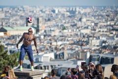 Φανταστική απόδοση σφαιρών από Iya Traore στο Hill Montmartre Στοκ φωτογραφίες με δικαίωμα ελεύθερης χρήσης