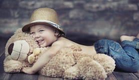 Φανταστική εικόνα του παίζοντας παιδιού στοκ εικόνες