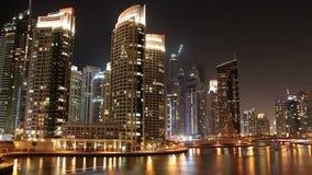 Φανταστική μαρίνα του Ντουμπάι νύχτας, Ηνωμένα Αραβικά Εμιράτα απόθεμα βίντεο