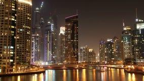 Φανταστική μαρίνα του Ντουμπάι νύχτας απόθεμα βίντεο