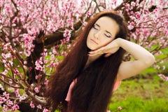 Φανταστική νέα γυναίκα με μακρυμάλλη στοκ φωτογραφίες με δικαίωμα ελεύθερης χρήσης