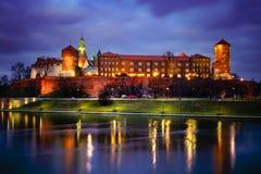 Φανταστική νύχτα Κρακοβία Το βασιλικό Wawel Castle στην Πολωνία Στοκ φωτογραφίες με δικαίωμα ελεύθερης χρήσης