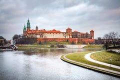 Φανταστική νύχτα Κρακοβία Το βασιλικό Wawel Castle στην Πολωνία Στοκ Εικόνα