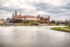 Φανταστική νύχτα Κρακοβία Το βασιλικό Wawel Castle στην Πολωνία Στοκ Εικόνες
