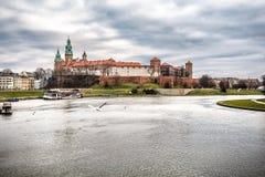 Φανταστική νύχτα Κρακοβία Το βασιλικό Wawel Castle στην Πολωνία Στοκ εικόνα με δικαίωμα ελεύθερης χρήσης