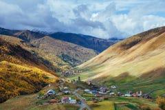 Φανταστική ομορφιά της πόλης μεταξύ των βουνών στη Γεωργία Ευρώπη Στοκ εικόνες με δικαίωμα ελεύθερης χρήσης