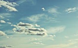 Φανταστικοί ουρανός και σύννεφα μια θερινή ημέρα! Θερινό θέμα Στοκ φωτογραφία με δικαίωμα ελεύθερης χρήσης