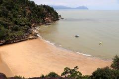 Φανταστικός κόλπος με τους βράχους - εθνικό πάρκο Bako, Sarawak, Μπόρνεο, Μαλαισία, Ασία στοκ φωτογραφίες