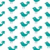 Φανταστικό άνευ ραφής σχέδιο σκιαγραφιών πουλιών μπλε σε ένα άσπρο υπόβαθρο στοκ φωτογραφίες με δικαίωμα ελεύθερης χρήσης