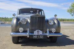 Φανταστικό Β αυτοκινήτων πλήρης-πρόσωπο κινηματογραφήσεων σε πρώτο πλάνο Rolls-$l*royce Στοκ Φωτογραφία