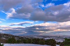 Φανταστικό χειμερινό τοπίο δραματικός συννεφιάζω ουρανός Στοκ εικόνες με δικαίωμα ελεύθερης χρήσης