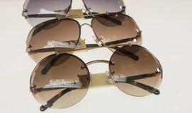 Φανταχτερά γυαλιά ηλίου σε ένα κατάστημα Στοκ φωτογραφίες με δικαίωμα ελεύθερης χρήσης