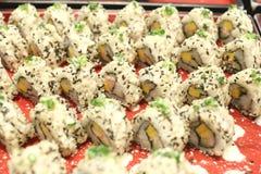 Φανταχτερά σούσια των τροφίμων της Ιαπωνίας στο εστιατόριο Στοκ Φωτογραφία