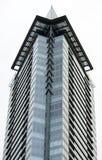 Φανταχτερή οικοδόμηση που αυξάνεται επάνω από την προκυμαία του Βανκούβερ Στοκ φωτογραφίες με δικαίωμα ελεύθερης χρήσης