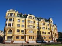 Φανταχτερό κίτρινο σπίτι Στοκ φωτογραφία με δικαίωμα ελεύθερης χρήσης