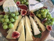 Φανταχτερό πιάτο τυριών Στοκ Εικόνες
