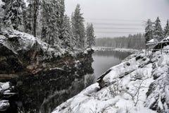 Φαράγγι και βράχοι ποταμών το χειμώνα στοκ φωτογραφίες με δικαίωμα ελεύθερης χρήσης